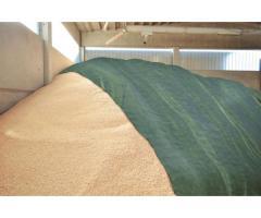 Укрывной материал флис для хранения соломы, сена, льна, зерна